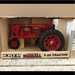 ERTL McCormick-Deering Farmall F-20 Tractor - NIB